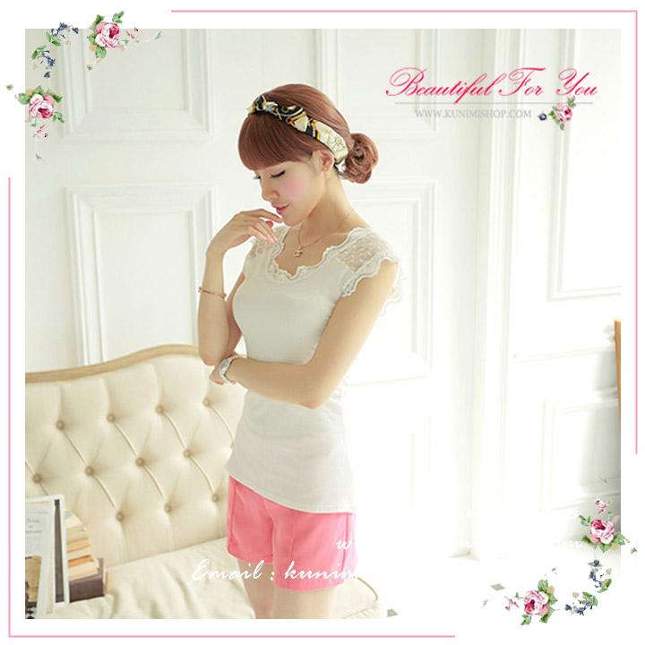 เสื้อยืด เสื้อซับใน เต็มตัว แขนกุด ผ้ามีความยืดหยุ่น  ช่วงแขนและคอเสื้อ ตัดแต่งด้วยผ้าลุกไม้สวยหวาน   ขนาด :FREE SISE ( รอบอกไม่เกิน 34 นิ้วคะ)    มี 2 สี :  สีขาว สีดำ