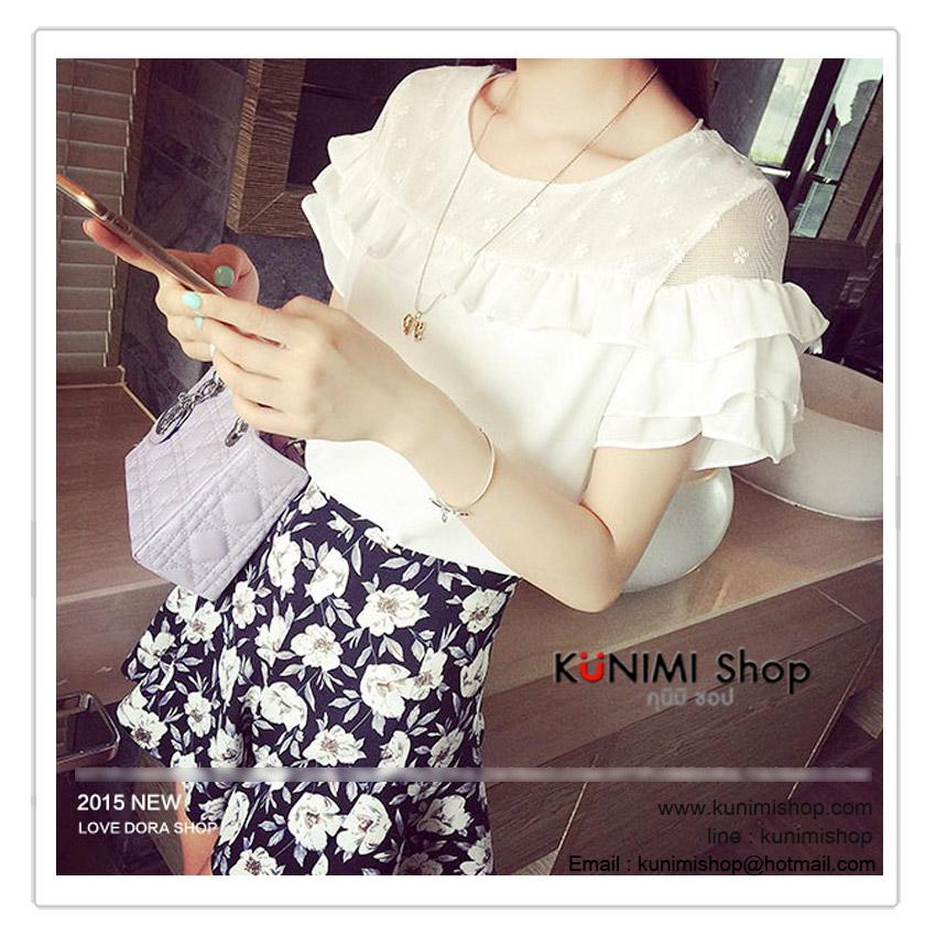เสื้อแขนสั้น แขนสั้น แต่งระบายที่แขน ช่วงอกแต่งผ้าตาข่าย ลายดอกไม้ สวยหวาน Size : รอบอก 34 นิ้ว / ไหล่กว้าง 35 ซม. เสื้อยาว 54 ซม. / เอว 35 ซม. เนื้อผ้า : ผ้าโพลีเอสเตอร์