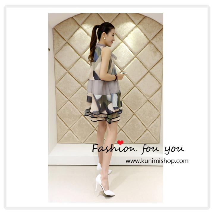 ชุดเดรสสั้น ผ้าพิมพ์ลายสวยทันสมัย มีผ้าผูกคอเป็นโบว์ สวยน่ารัก กระโปรงตัดเย็บซ้อน 3 ชั้น เดรสทรงสวย จะใส่ออกงาน หรือใส่ไปทำงานก็สวยมันสมัยคะ สินค้าเหมือนแบบ 100 % Size : ควายาวชุด 88 cm. // ความกว้างของไหล่ - cm. ความยาวแขนเสื้อ - cm. // รอบอกไม่เกิน 36 นิ้ว รอบเอวไม่เกิน Free Size // สะโพก Free Size ผ้า : ชีฟอง , ผ้าโพลีเอสเตอร์(พิมพ์ลาย)