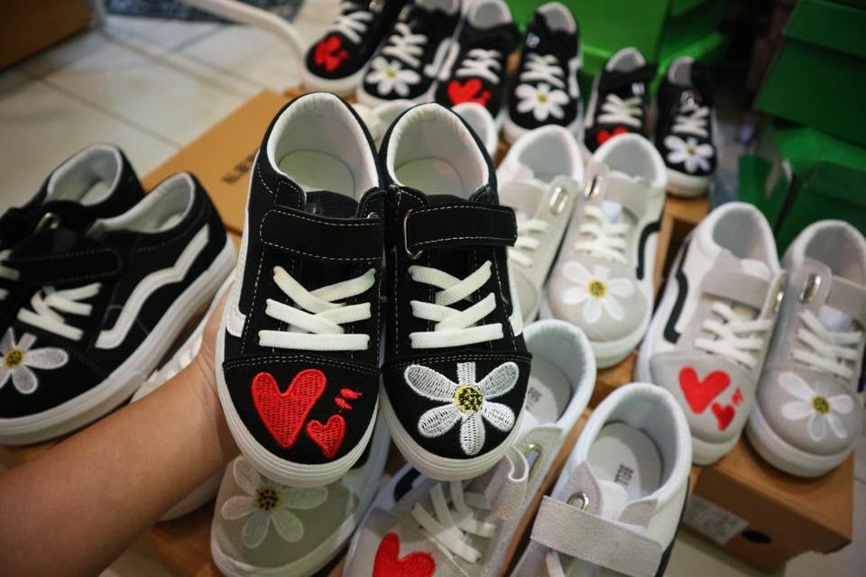 รองเท้าผ้าใบเด็ก