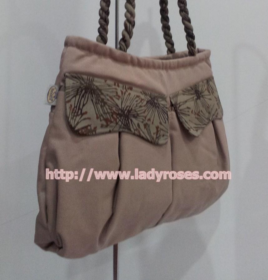 กระเป๋าสะพาย นารายา ผ้าคอตตอน นาโน สีโกโก้ ฝาปิดหน้า และหูเกลียว สีน้ำตาลลายดอกไม้ (กระเป๋านารายา กระเป๋าผ้า NaRaYa กระเป๋าแฟชั่น)