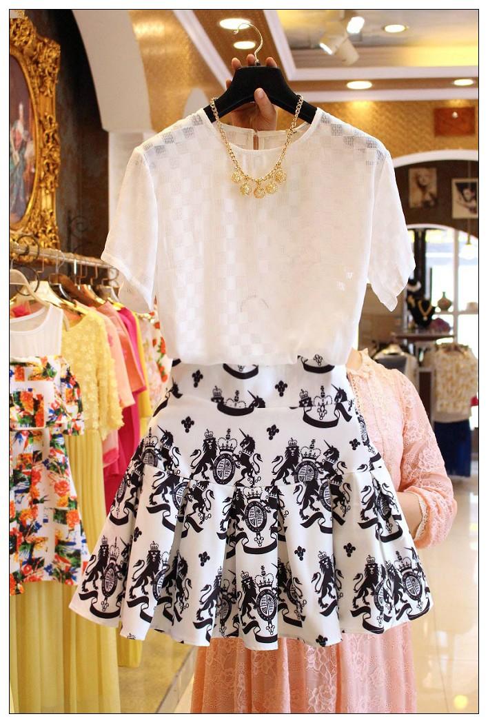 PreOrderไซส์ใหญ่ - ชุดเซตคู่เสื้อ กระโปรง เสื้อเป็นผ้ามุ้งซีทรู กระโปรงพิมพ์ลายจีบ