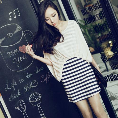 ++สินค้าพร้อมส่งค่ะ++ ชุดเดรสเกาหลี 2 ชั้น ชั้นในเป็นเดรสเกาหลี ลายริ้ว/ชั้นนอกเป็นเสื้อเกาหลี สไตล์ค้างคาว – สีขาว