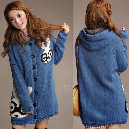 ++สินค้าพร้อมส่งค่ะ++เสื้อ coat เกาหลี สไตล์ cardigan ตัวยาว แขนยาว มี hood ซับในด้วยขนนิ่มอุ่นมากๆ ค่ะ ทอรูปกระต่ายด้านหน้า เก๋ – สีน้ำเงิน