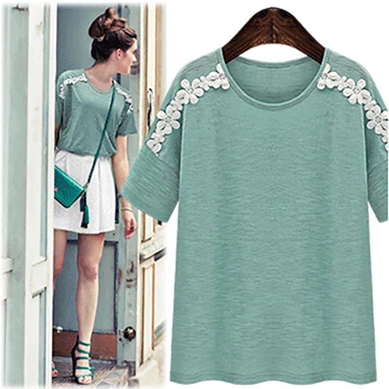 PreOrderคนอ้วน - เสื้อแฟชั่น คนอ้วน ไซส์ใหญ่ เสื้อยืดแขนสั้นคอกลม แต่งลุกไม้ช่วงไหล่ลงมาแขน สีเขียว