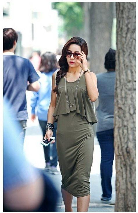 (สินค้าพร้อมส่งค่ะ) ชุดเดรส แขนกุด ดีไซด์เหมือนใส่เสื้อคลุมอีกตัว เป็นระบายย้วย เดรสยาวเข้ารูป - สีเขียว