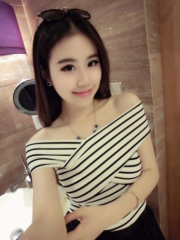 Pre Order เสื้อผู้หญิงแฟชั่นเกาหลี ผ้ายืด ดีไซน์เสื้อไขว้เกาะไหล่ สไตล์สาวเซ็กซี่ มี4สี