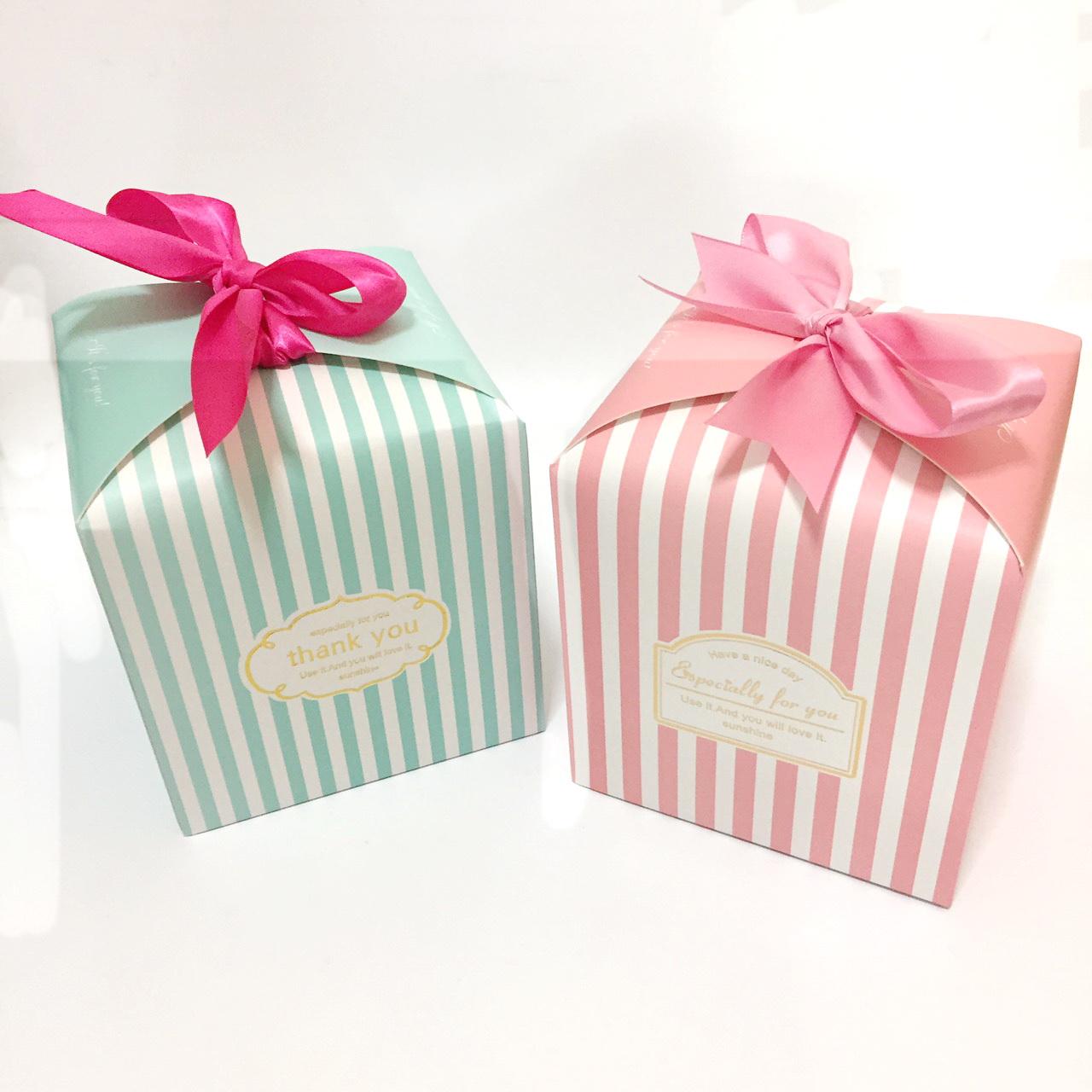 กล่องของขวัญแพ็ค 10 ใบคละ 2 สี