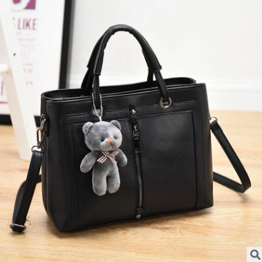 Pre-order กระเป๋าผู้หญิงถือและสะพายข้าง แฟชั่นสไตล์เกาหลี รหัส KO-866 สีดำ *แถมตุ๊กตาหมี