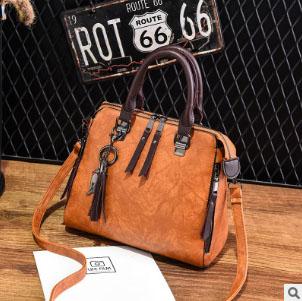 พร้อมส่ง ขายส่ง กระเป๋าถือและสะพายข้างแฟชั่นสไตล์เกาหลี รหัส KO-697 สีน้ำตาลอมส้ม 1 ใบ *แถมจี้รูปแมว