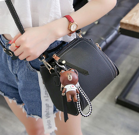 Pre-order กระเป๋ากระเป๋าถือสะพายข้างใบเล็ก แฟชั่นเกาหลี รหัส KO-146 สีดำ *แถมจี้หมีน้ำตาล