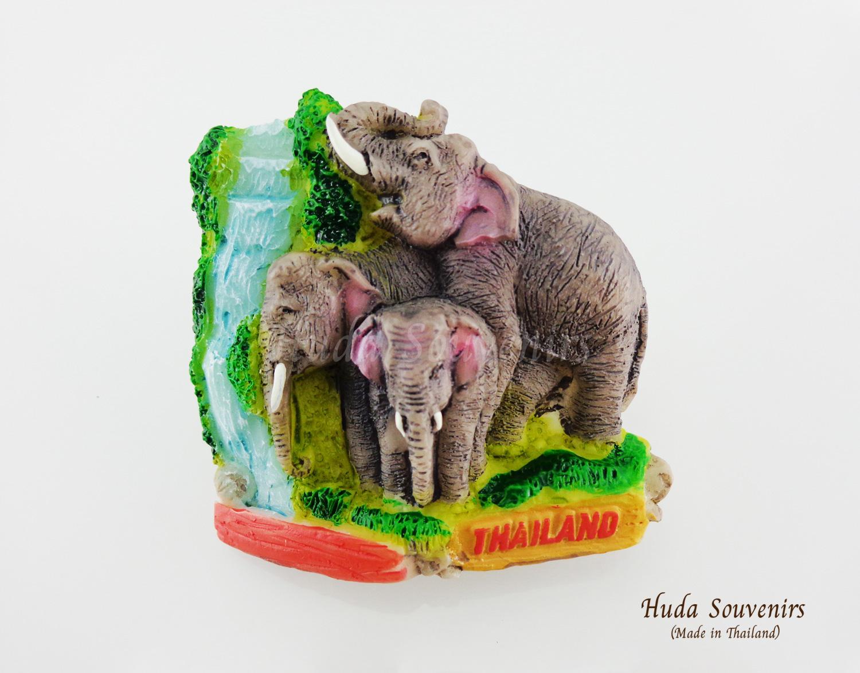 ของที่ระลึกไทย แม่เหล็กติดตู้เย็น ลวดลายช้างและน้ำตก วัสดุเรซิ่น ชิ้นงานปั้มลายเนื้อนูน ลงสีสวยงาม